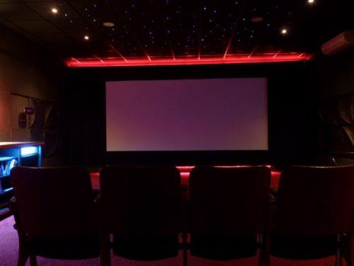 Une Salle De Home Cinema Privative