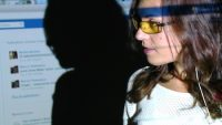 «Le Prochain Train» – Quand le théâtre questionne nos vies numériques